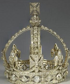 Queen_victorias_miniature_personal_crown_and_queens_williamson_brooch_wkhr2