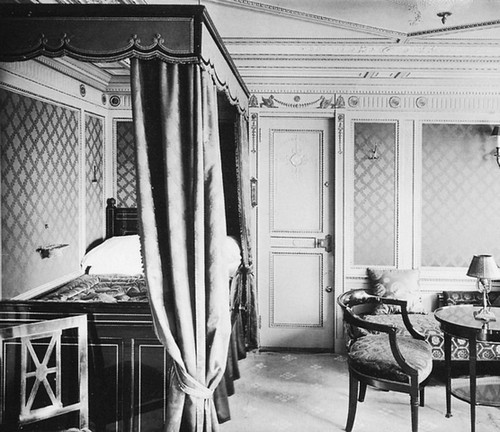 03_titanic_1st_class_bedroom_b64