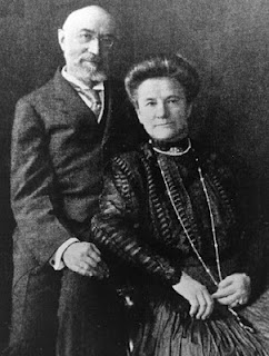 Isidor-and-ida-straus-around-1910-cropped