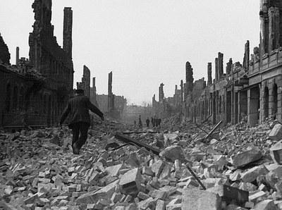 1945_Ruinenstrasse