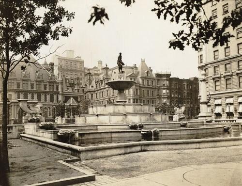 Plaza2.jpgbn