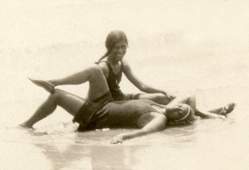 Flappers-at-the-beach-2