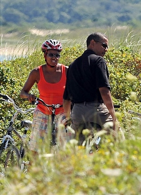 Gal-obama-marthas-vineyard-10