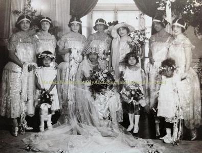 Mae-w-wedding-party1.jpgRG