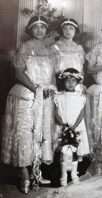 Mae-w-wedding-party1.jpgFG