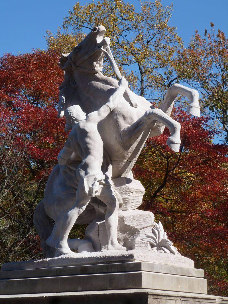 Equestrian-statue-roslyn-gerry-park