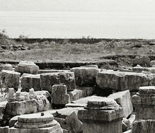 Capernaum,_ruins_of_synagogue,_mat10655sr.jpHJUg