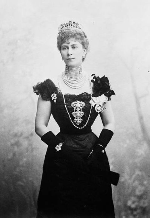 Princess-victoria-mary-duchess-of-york-and-cornwall-in-ottawa-in-1901