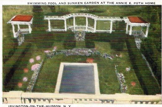 VillaLewaro_Garden_AP_Postcard_aleliabundles.com