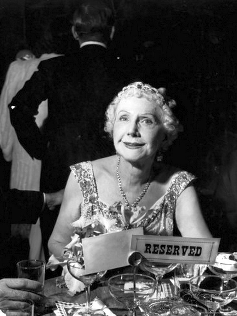 Alfred-eisenstaedt-socialite-mrs-george-washington-kavanaugh-in-the-on-opening-night-at-the-metropolitan-opera
