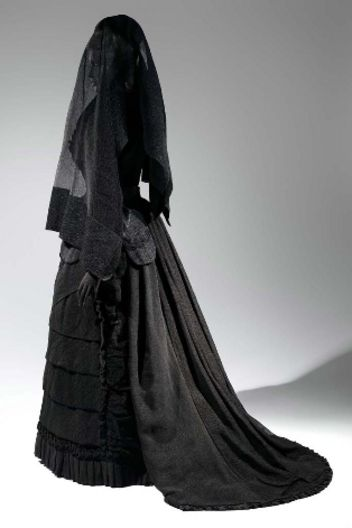 Mourning-attire-vintage-black-dress-w352