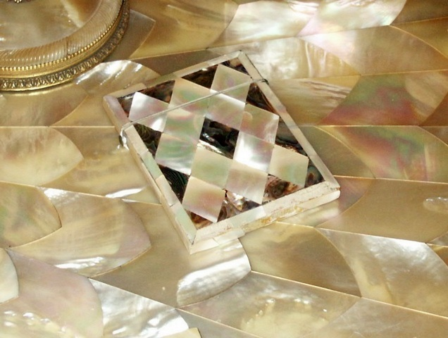 1999-439-6-box-mother-of-pearl